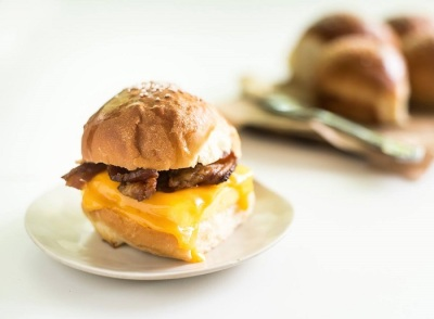 l'il b breakfast sandwiches: Swizzle Chill TV