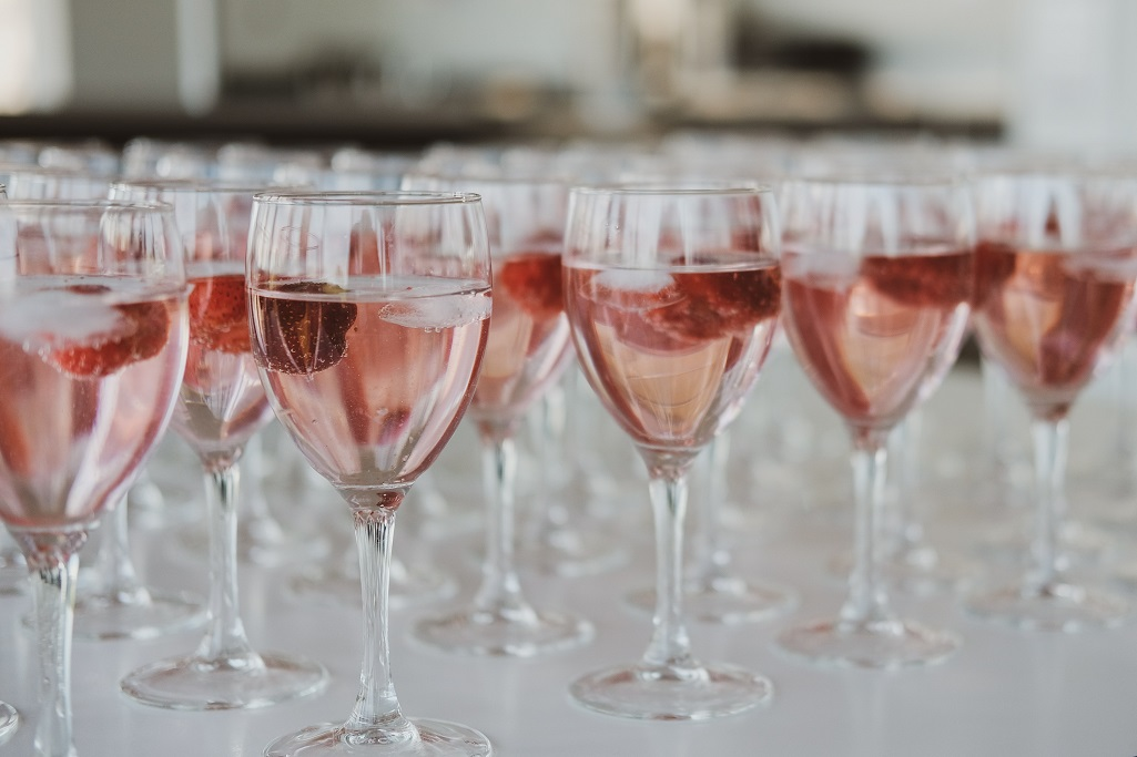 Roofers Union, Jug and Table host War of the Rosés event