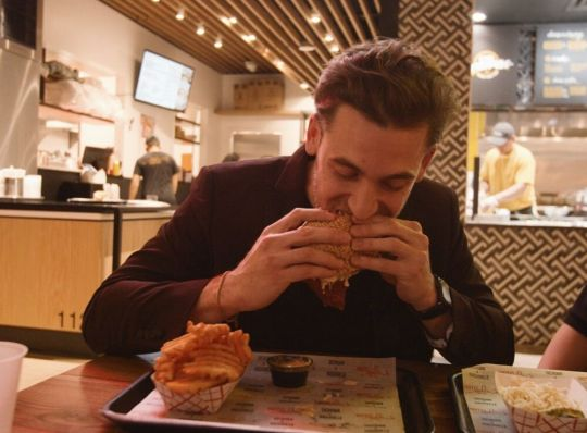 Bryce Shemer of Swizzle Chill TV checks out Hot Lola's